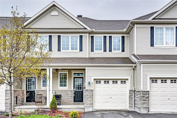 lovely 3 Bed 3 Bath, town home in the sought after community of Stonebridge