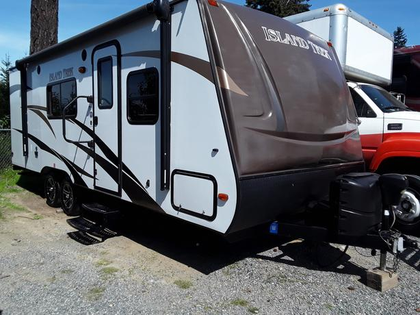 "2014 R-Vision Trail-Lite Trek 242BH ""No Reserve Auction"""