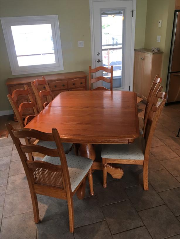Solid Oak Dining Room Table Chairs And Hutch Saanich Victoria Mobile