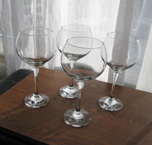 4 Oversized Round Wine Glasses