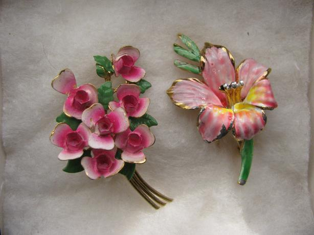 Vintage Gold Tone Painted Flower Pins/Brooches