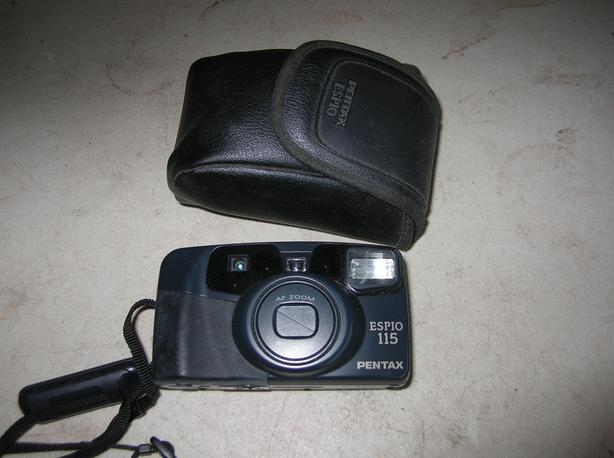 Pentax EPS 10, 115 Point & Shoot 35 mill Camera With Case.   (305 1905)