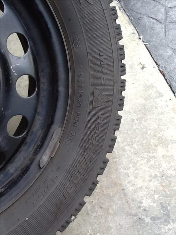 225/60R16 Goodyear Nordic Snow Tires