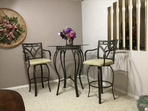 Hightop Table and Chairs
