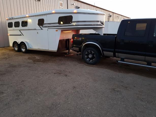 3 horse Trails West gooseneck trailer, show-ready