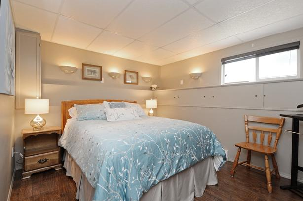 VICTORIA B.C. - COZY, PRIVATE 2 BDRM FULLY FURNISHED