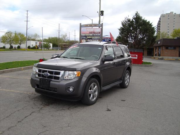 2009 Ford Escape ***Fully Loaded & 4WD***