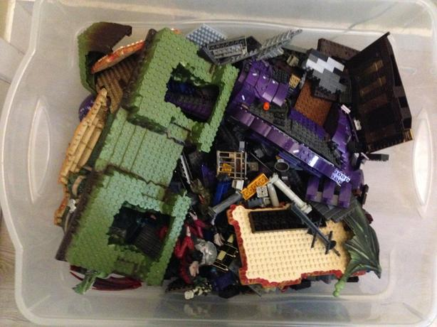 Huge Bin of Mega Bloks Dragons, Halo and More