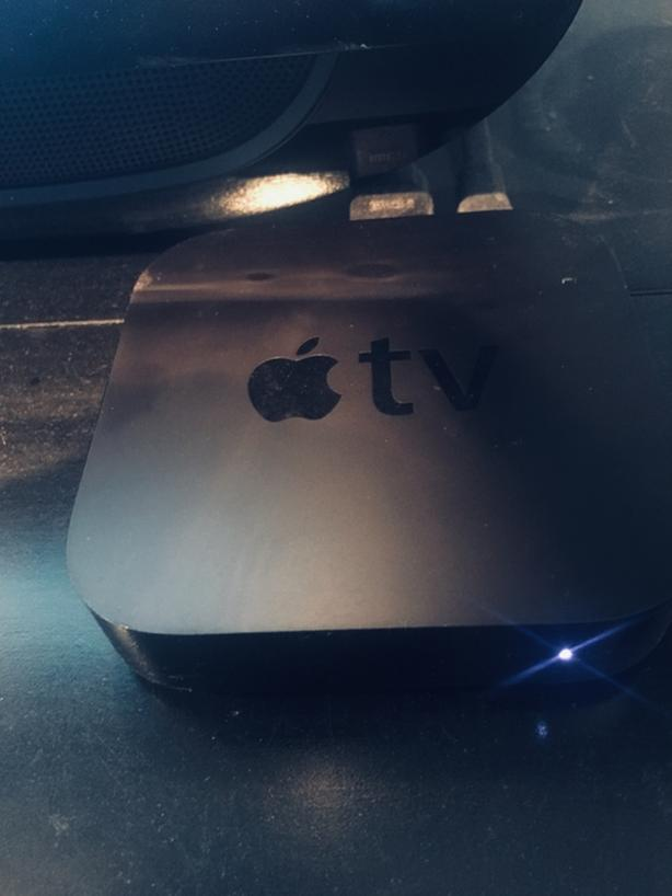 Apple TV 3rd Generation with remote and HDMI Cable