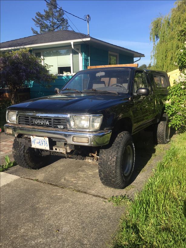 1989 toyota pickup 4x4 3 inch lift 225xxxkms