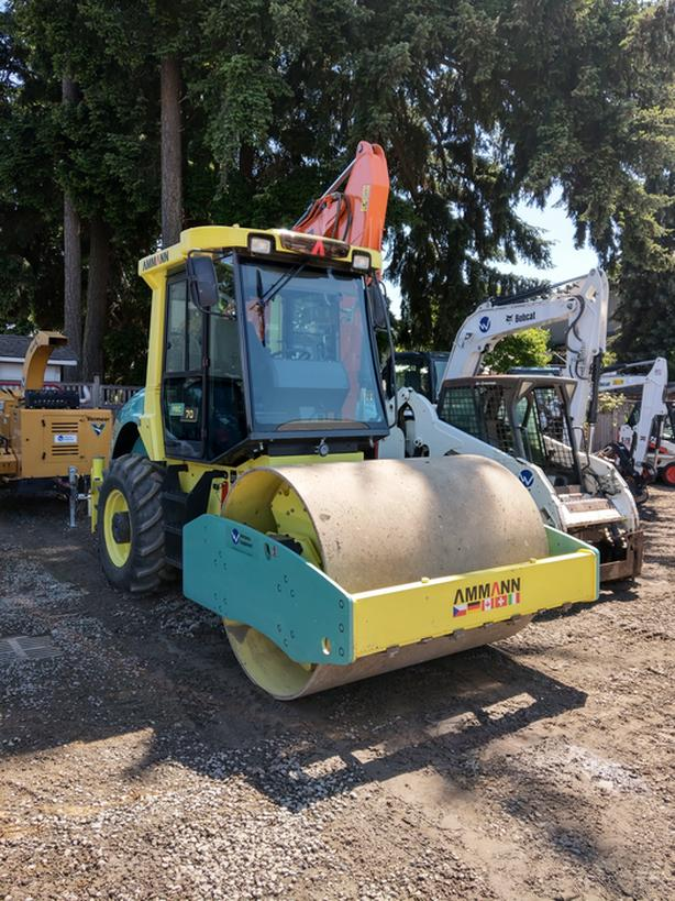 7 ton roller for rent - enclosed cab