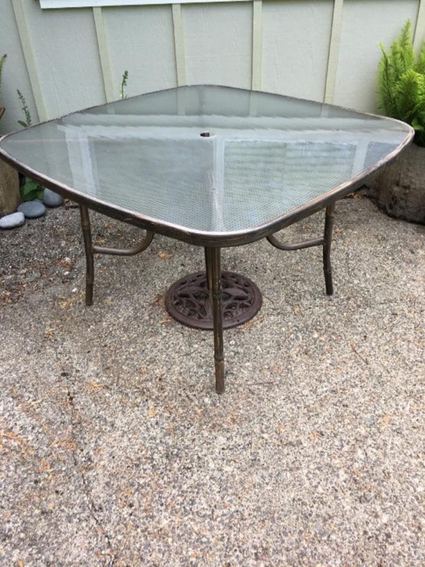 FREE: Patio Table