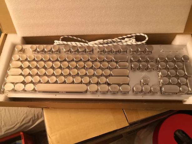 RGB Retro Style mechanical Keyboard (cherry mx black) OBO