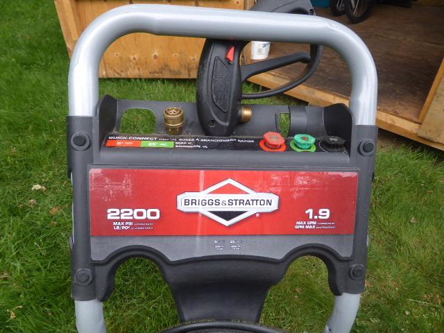 Briggs and Stratton 2200 gas powered pressure washer $175 Oak Bay