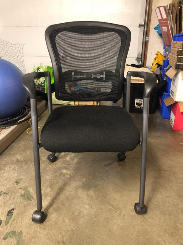 FREE: desk Chair