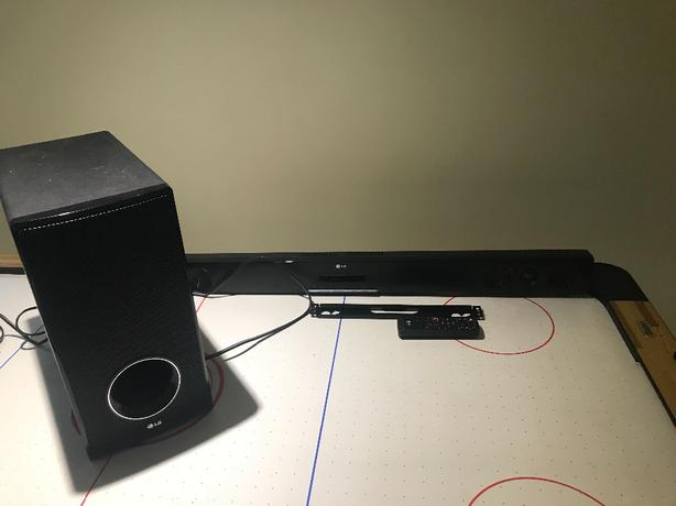 LG Soundbar + Subwoofer Saanich, Victoria
