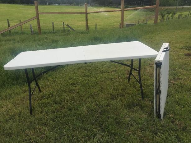 2 Folding Tables