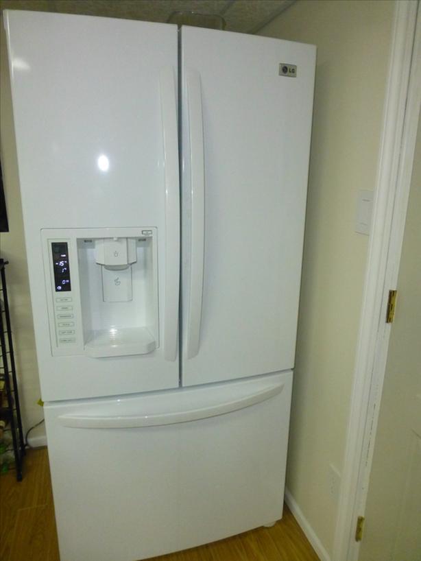 LG 22.6 cu ft bottom freezer white fridge