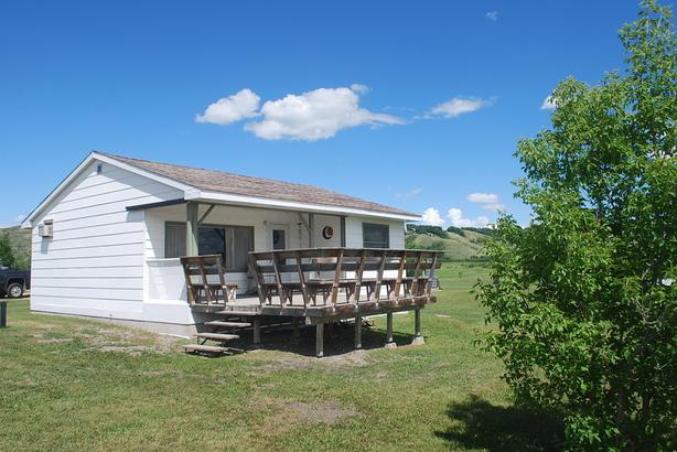 REDUCED - Solid 3 Season Cottage at Katepwa Lake