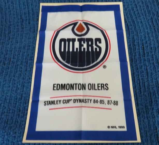MINT CONDITION EDMONTON OILERS DYNASTY BANNER
