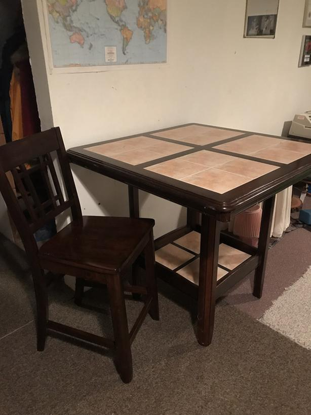 Table & Chairs (Pub Height) for home or cottage