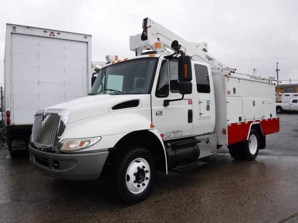 2007 International 4200 Bucket Truck with Service Box Diesel