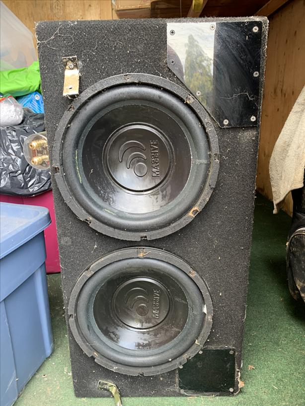 """FREE: 2 10"""" Massive Subs with Raptor 1 Farad capacitor"""