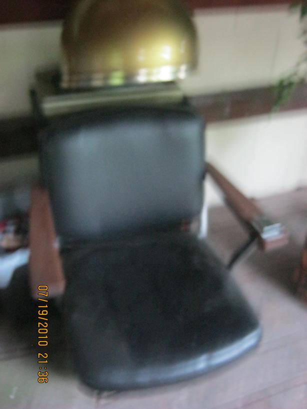 BLACK SALON CHAIR WITH GOLD DRYING HOOD