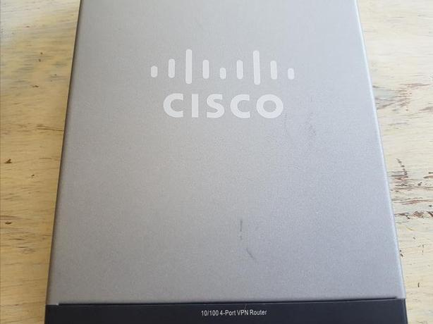 Cisco RV042 4-port 10/100 VPN Router, Dual WAN West Shore