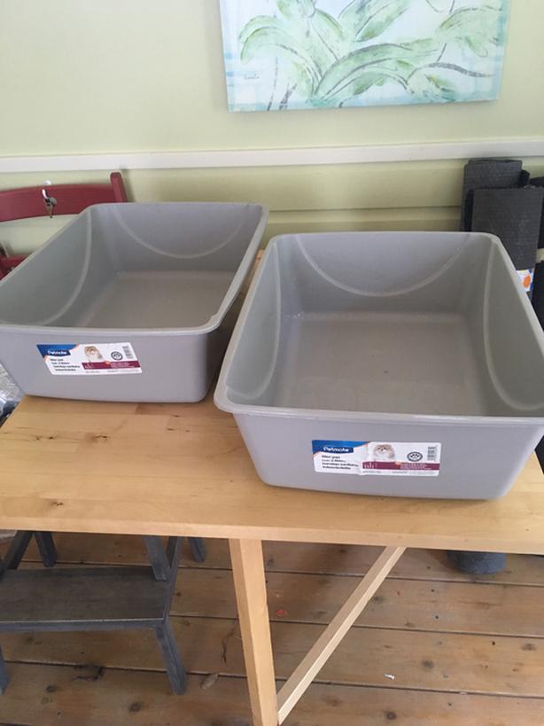 Cat litter box – new
