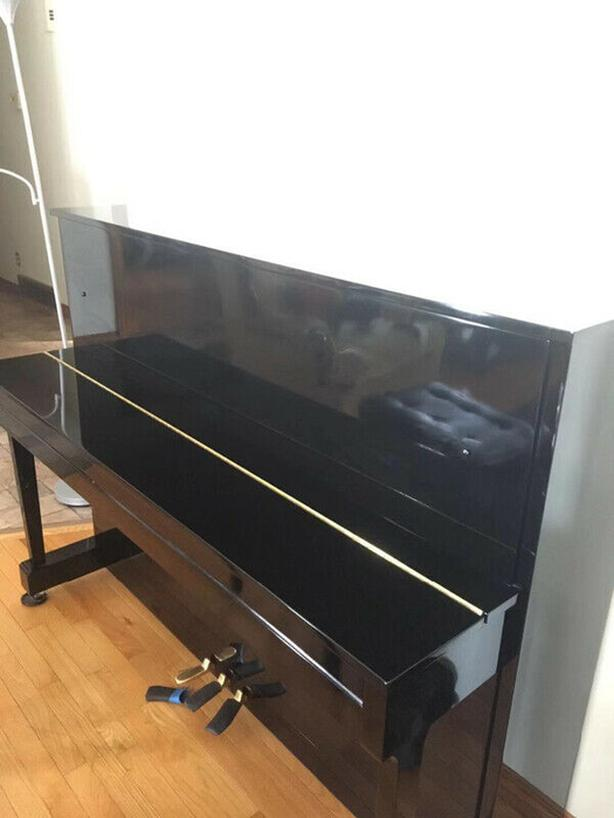 Mint condition Yamaha cable Nelson upright piano 6 year old only