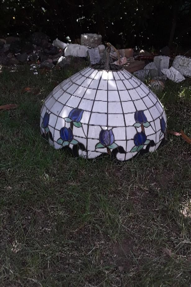 FREE:Stained glass Tiffany light