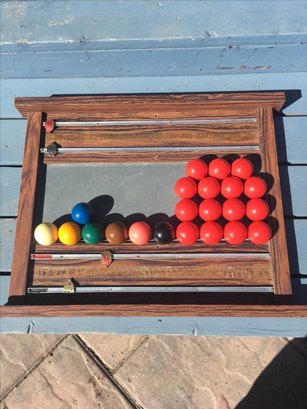 $50 Snooker / Billiards Scoreboard & Set of Balls