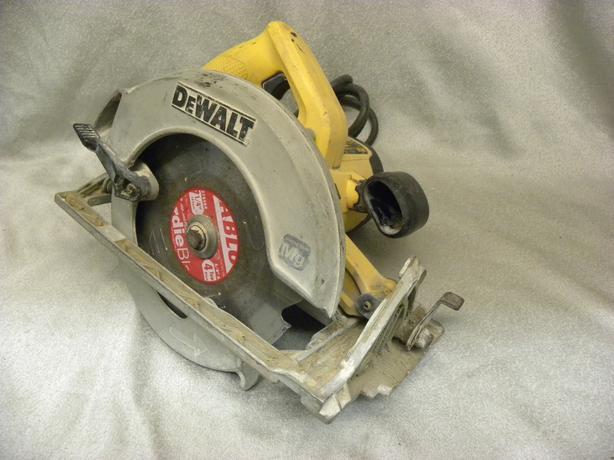 """#164048-1 Dewalt Heavy duty 7-1/4"""" circular saw"""