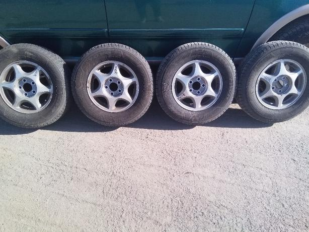 nice set of 4 215 70 15 toyo celcios on chevrolet venture rims