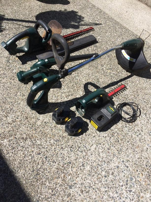Yardworks  Blower/Trimmer/ Hedge Trimmers