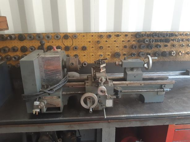 Small metal lathe 220V West Shore: Langford,Colwood,Metchosin