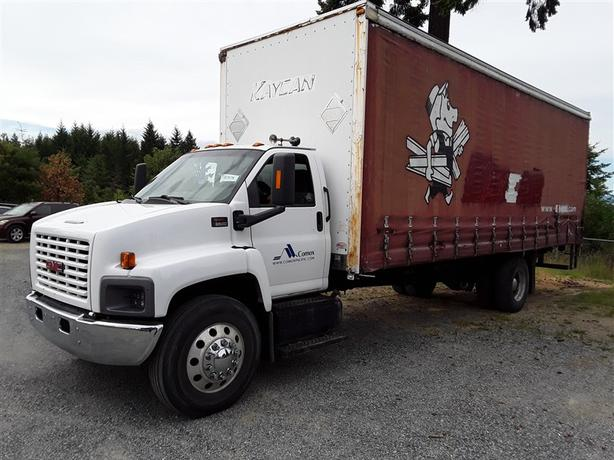 2005 GMC C8500 Cube Van with new Diesel Caterpillar Engine!