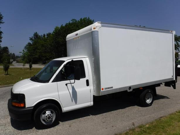 2005 GMC Savana G3500 Cube Van 14 Foot with Power Tailgate and Shampoo and Vacuu