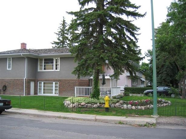 NOW AVAIL AUG. 1st!! 1 BDRM BRIGHT CHARACTER SUITE IN PRIME LAKEVIEW