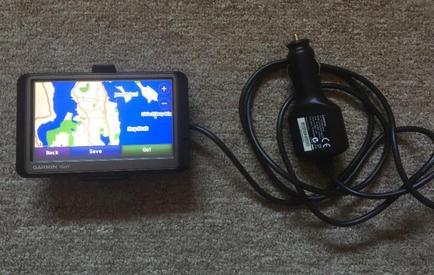 Garmin Nuvi 255W and Tomtom Start 25 Portable Auto GPS