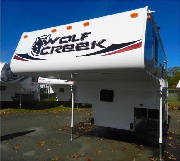 2019  Wolf Creek 850 Camper