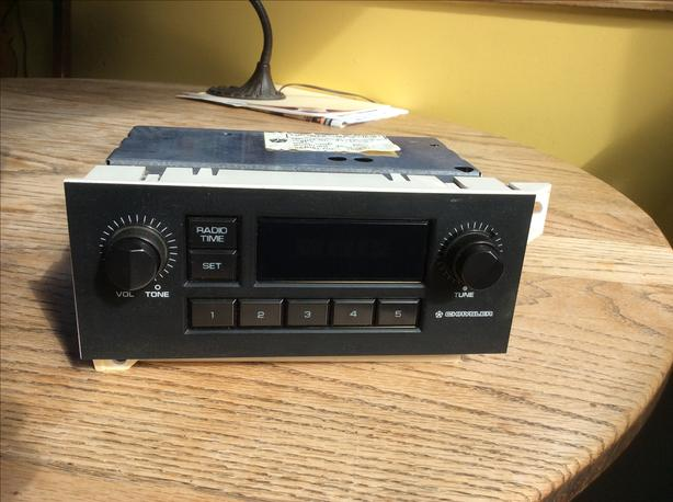 1980's Chrysler car radio