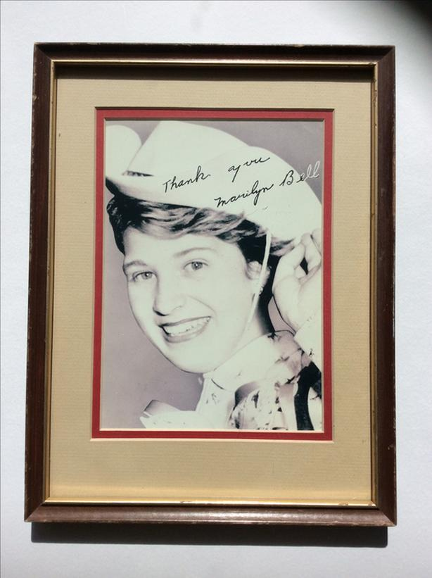 SIGNED PHOTO OF MARILYN BELL