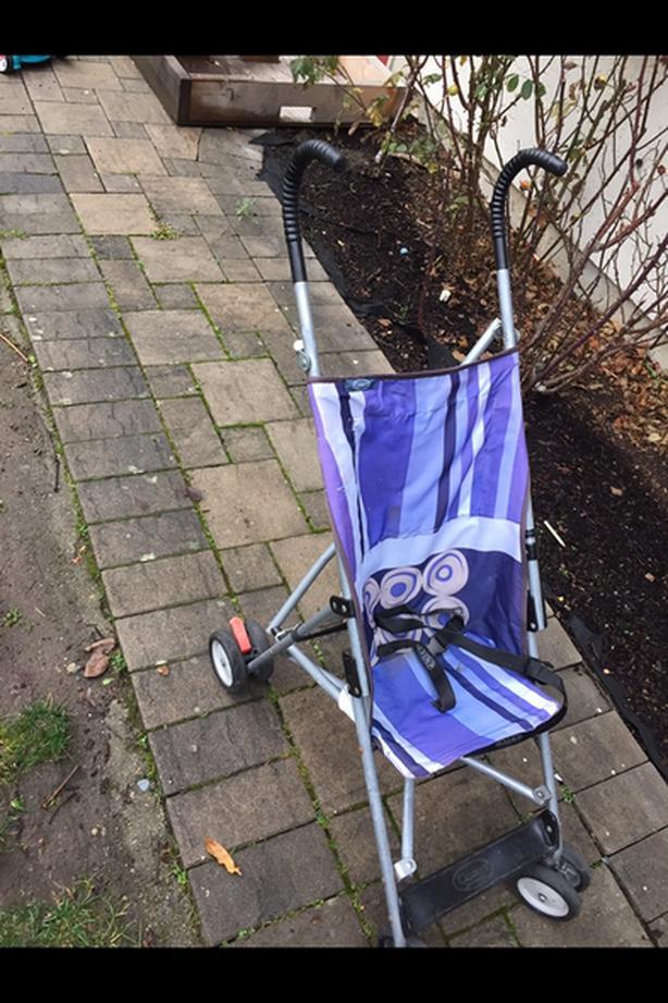 Collapsible umbrella stroller