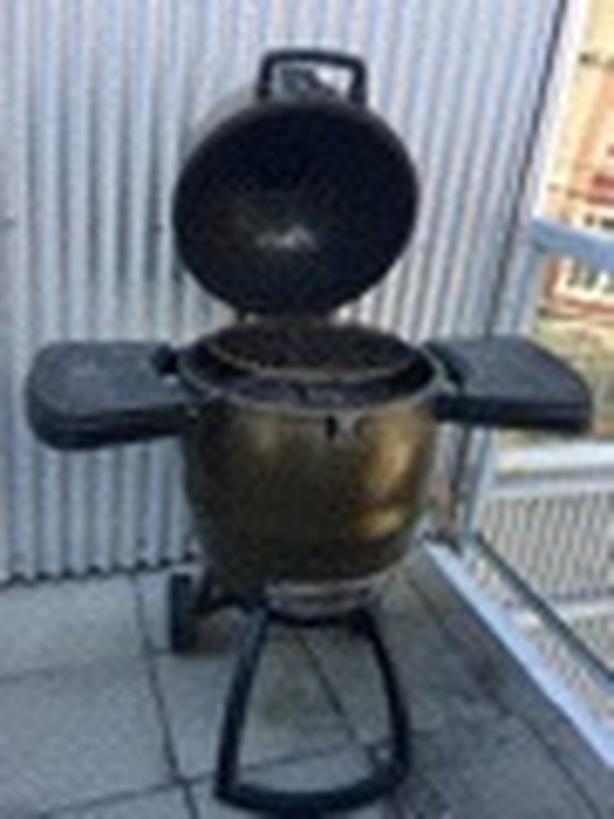 Broil King Keg BBQ (charcoal grill/smoker)
