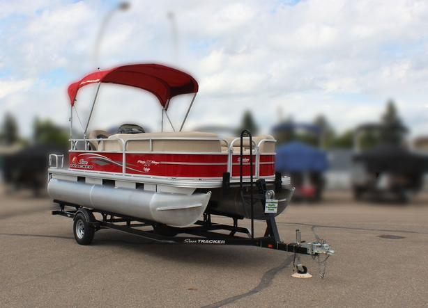 2016 SunTracker Party Barge 18 DLX w/ Mercury 40Hp FourStroke