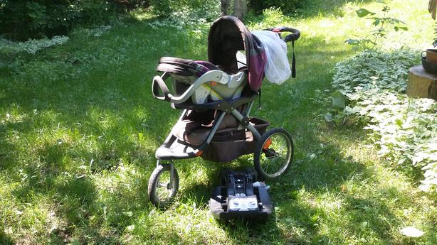Baby Trend infant stroller - integrated car seat - loaded with options