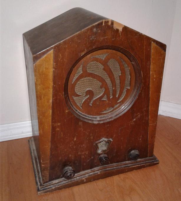 FREE: Antique radio Vintage radio old radios Group vic radio group