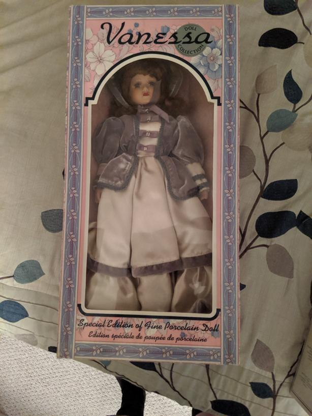 VANESSA DOLL COLLECTION SERIES~ Collector's Dreams Porcelain Doll in Box